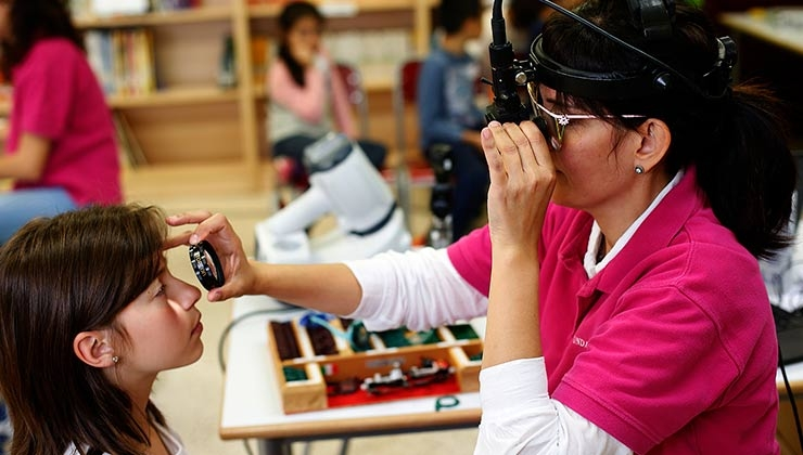 exploración ojo infantil doctora wert