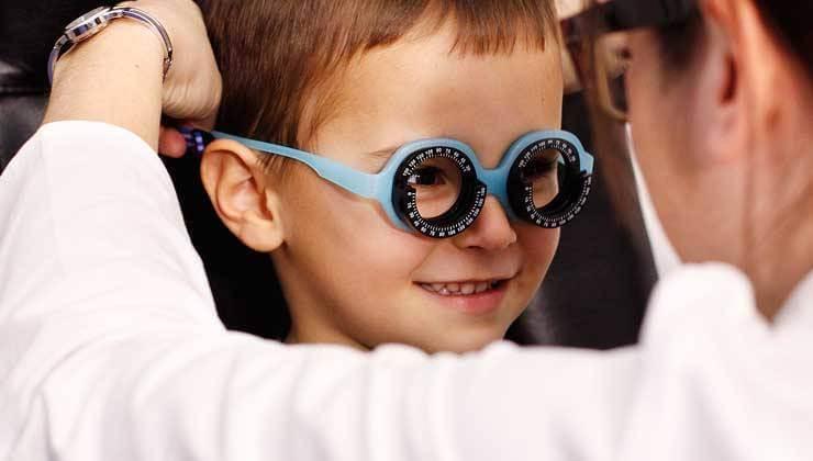Revisión ocular infantil