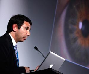Dr. Óscar Gris