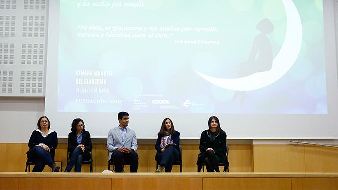 Tras la conferencia, Enhamed Enhamed y las especialistas del Departamento de Glaucoma de IMO resolvieron las dudas de los asistentes, quienes destacaron el mensaje positivo transmitido en la sesión.