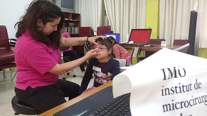 El diagnóstico precoz es clave para garantizar la eficacia del tratamiento, que también ofrece sin coste el programa y que en esta ocasión ha prescrito 20 gafas y 3 oclusiones .