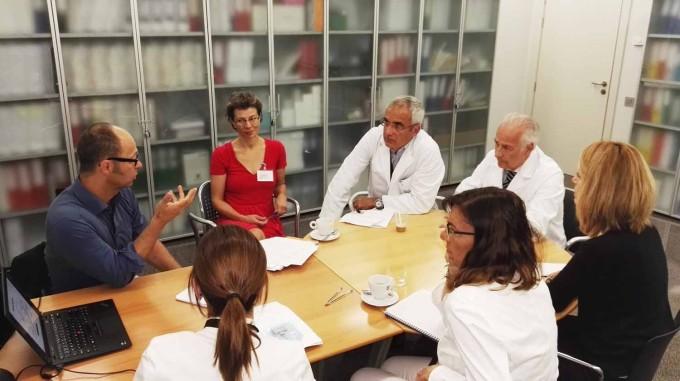 Visita de inicio del estudio IRIS®II, con el Dr. Ralf Hornig, investigador de Pixium Vision, y el Dr. Rafael Navarro y el Dr. Borja Corcóstegui, de IMO, junto al resto del equipo